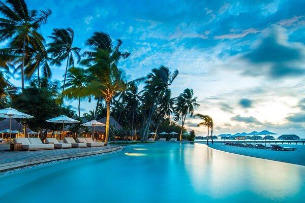 How to Reach Vaadhoo Island Maldives [Guide]